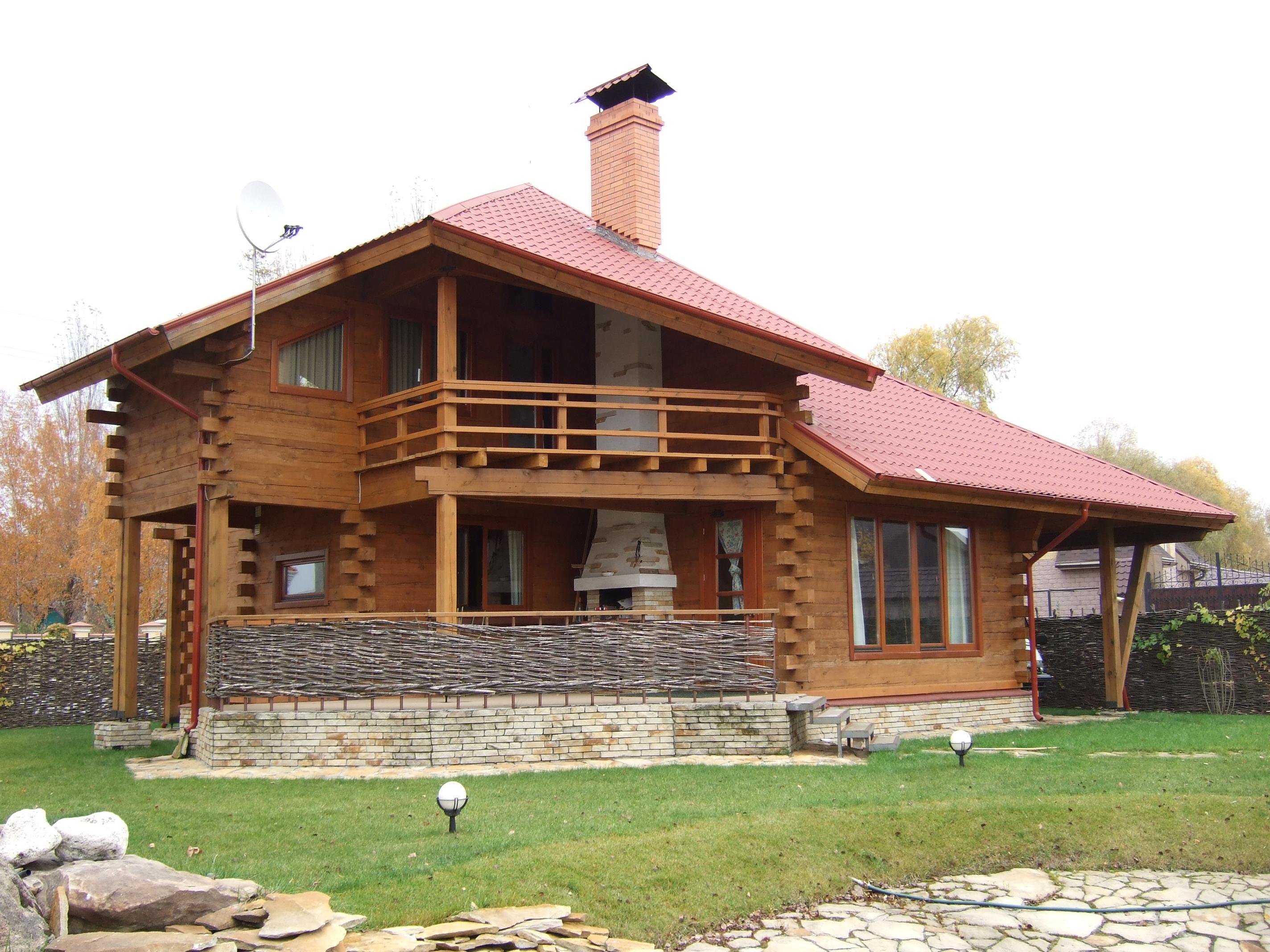 Балконы в частных домах: фото деревянных конструкций и други.